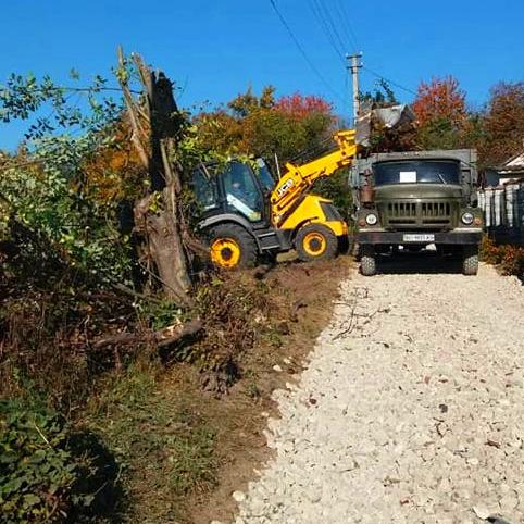 Продовжується ремонт доріг у Вишнівецькій громаді