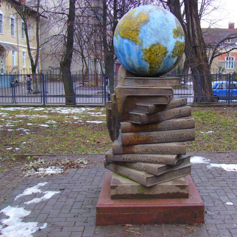 """Книжкова виставка """"Мова – це оберіг людини і нації"""" у Вишнівецькій публічній бібліотеці"""