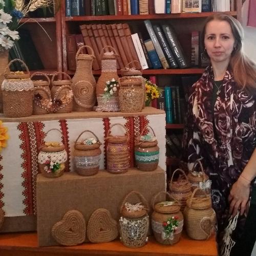 Виставка виробів ручної роботи у Вишнівецькій публічній бібліотеці