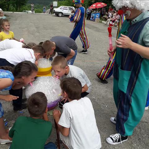 У Бодаківській школі урочисто відкрили дитячий майданчик