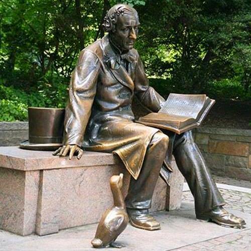 Книжкові новинки літератури рясніють на полицях Вишнівецької публічної бібліотеки