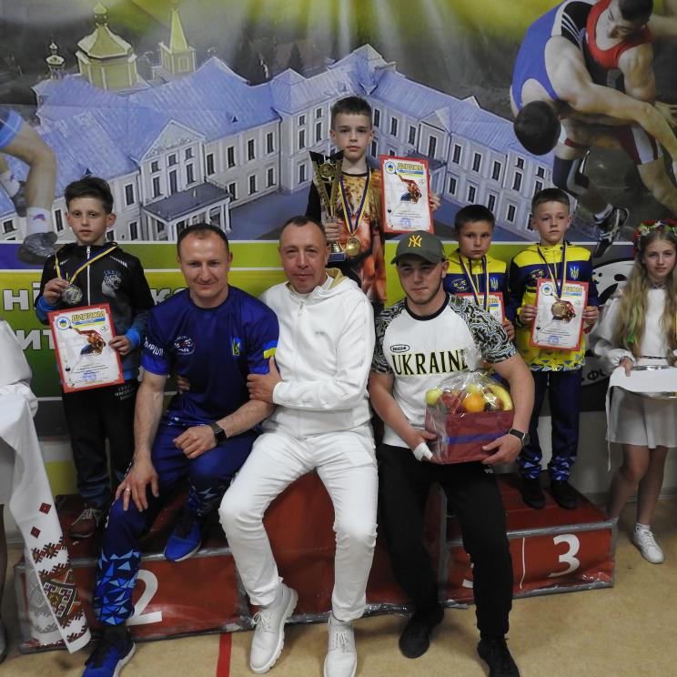 """У Вишнівецькій громаді відбувся турнір з вільної боротьби """"Кубок Вишнівця"""""""